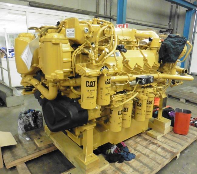 inbouw nieuwe C32 motor voor patrouille vaartuig
